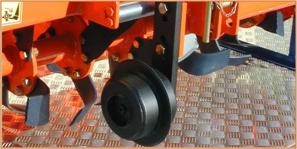 Coppia ruote per la regolazione della profondità del lavoro